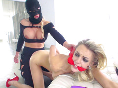 Masked robber Phoenix Marie treats Blake Eden's pussy with XXX toy