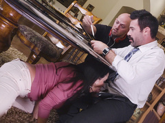 Boy doesn't notice mom Ariella Ferrera who gives teach BJ under table