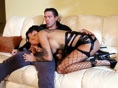 Tattooed Bonnie Rotten caught man by dick and started sucking him off