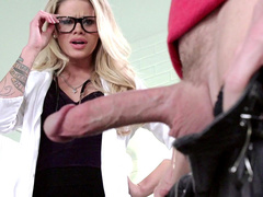 Doctor Jessa Rhodes thinks only about cocks and sucks patient's husband