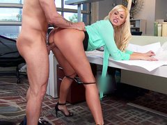 Secretary Summer Brielle copulates with hard worker in empty cabinet