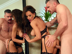 Gorgeous Milf Lisa Ann gets fucked standing infront of the mirror