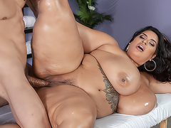 Masseur dragged into quick XXX sex with sultry BBW mom Sofia Rose