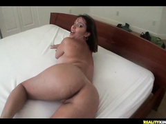 Horny booty bitch Victorya gives ass for POV fuck